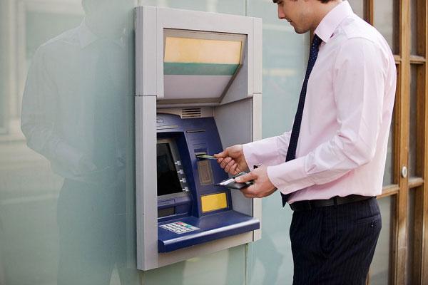 Ilustrasi Menggunakan ATM